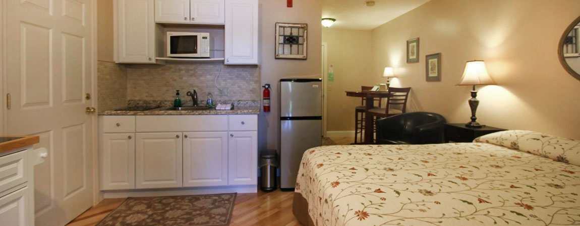 Lakefront Motel Rooms and Efficiency Units